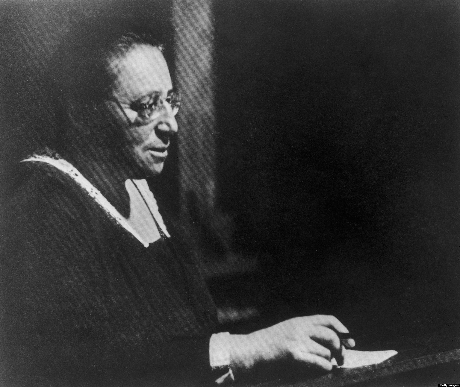 o-EMMY-NOETHER-facebook 7a4e9