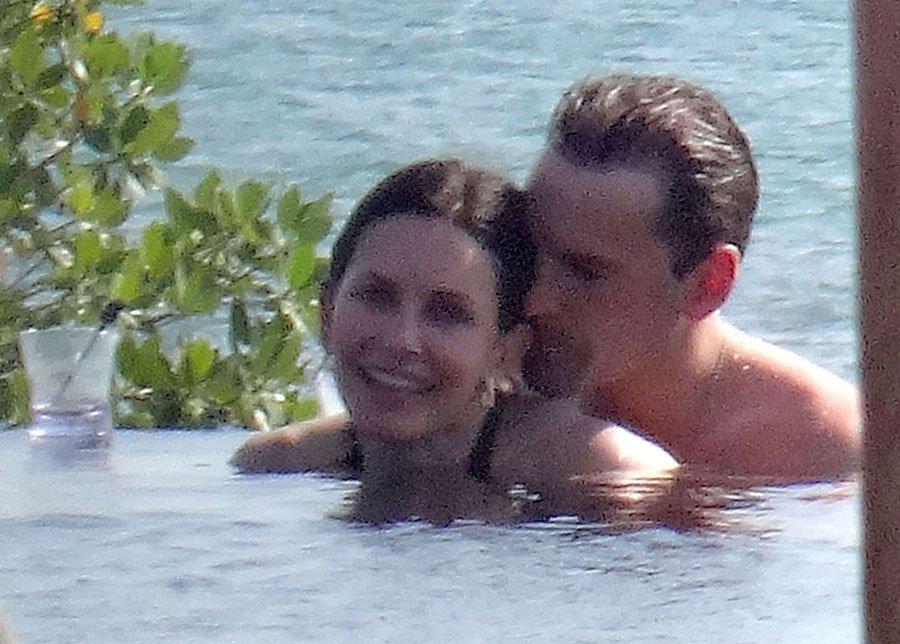 courteney-cox-bikini-body-cancun-mexico-vacation-fiance-johnny-mcdaid-8 13692