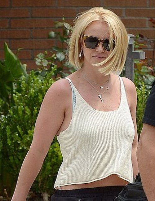 2984A8AE00000578-3119092-Later that day Britney was spotted in a different outfit opting -a-2 1434010529992 e7cd8