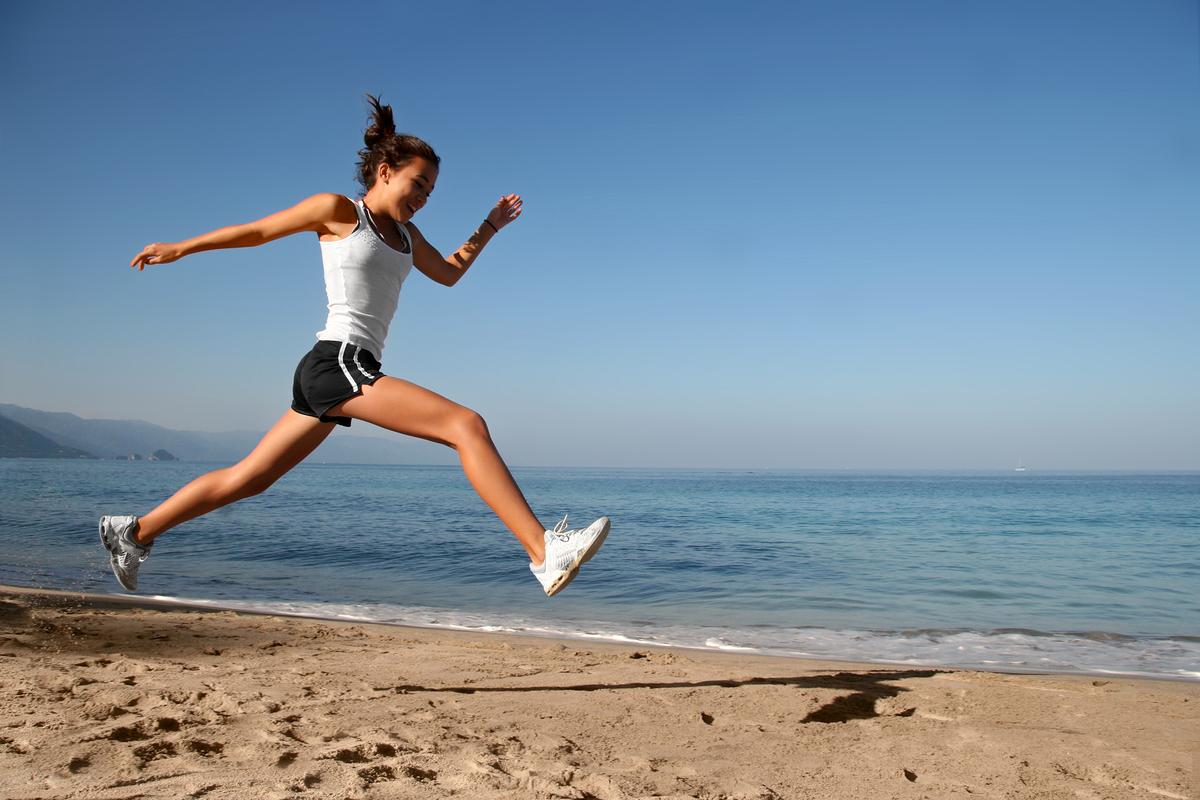 Woman-Running-on-Beach 90310