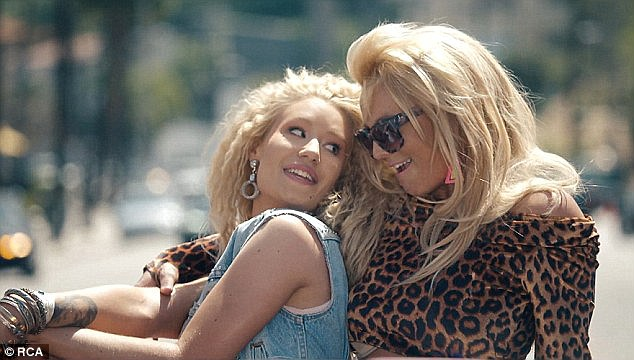 2A16940800000578-3144071-Blondes having fun The Valley Girl type music video for Pretty G-a-11 1435645917142 36240