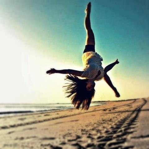 beach-handstand 774f0