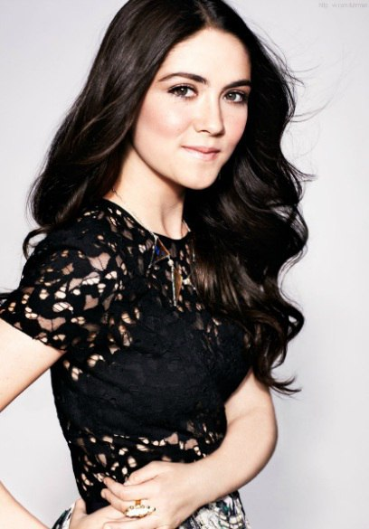 Isabelle Fuhrman hairstyle beauty tips dress size shoe size dda35