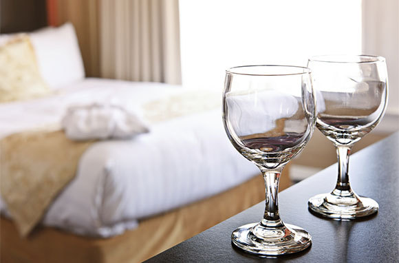glasses hotel room ca14b