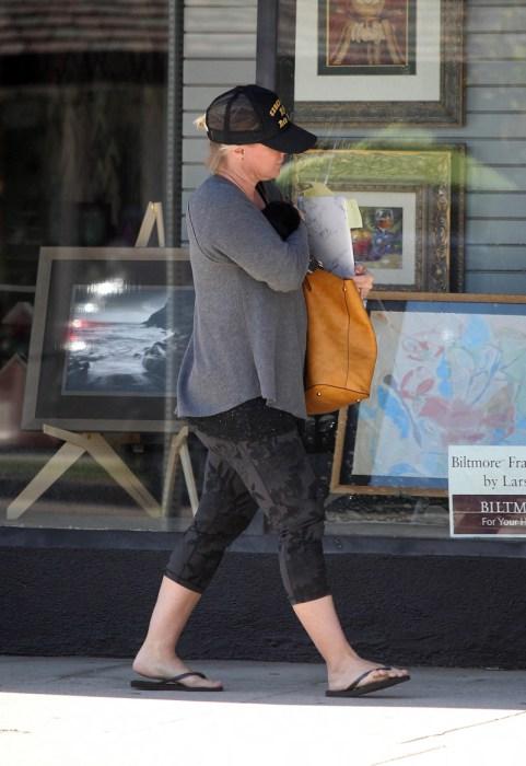 jennie garth weight gain yoga pants 06