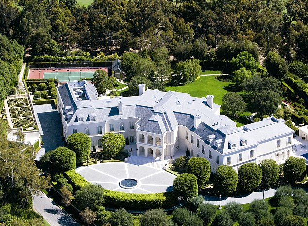 0403BD6A000003E8 4021728 The Manor pictured is the largest home in LA County and has a sw a 31 1481450496893