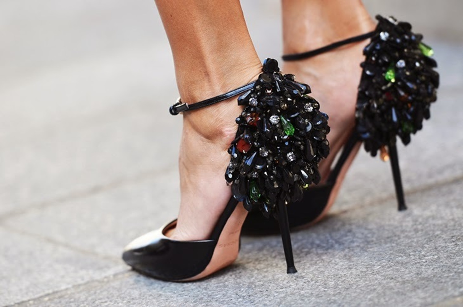 large gianluca senese nobodyknowsmarc paris fashion week street style giovanna battaglia rochas high heels details