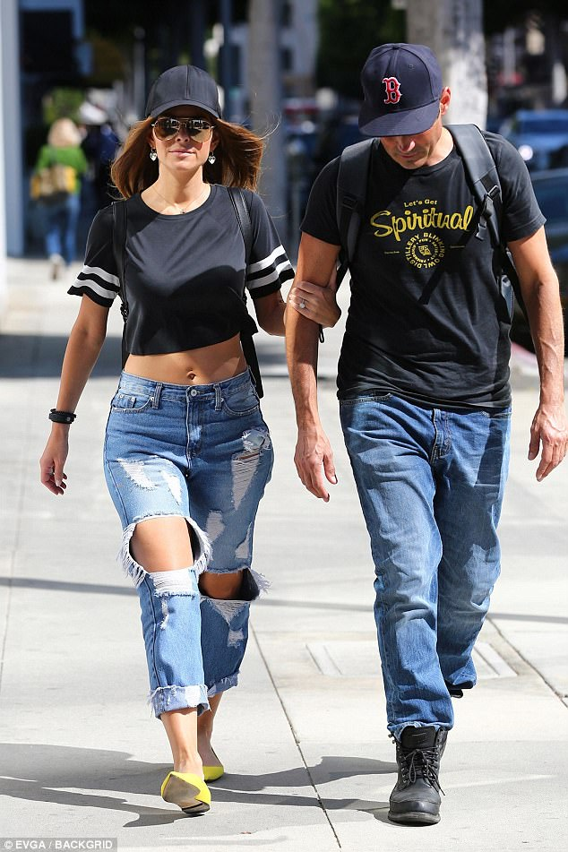 42F74CE100000578 4762002 Inseparable Maria Menounos enjoyed a sunlit stroll in Beverly Hi a 84 1501875999102