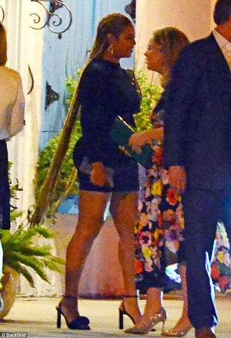 490BEC8300000578 5374111 Beyonce showed off super long hair extensions in Miami on Tuesda m 151 1518216504740