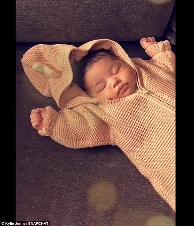 4A32861200000578 5501705 Kylie Jenner has shared another sweet snap of Stormi looking snu a 2 1521060255942